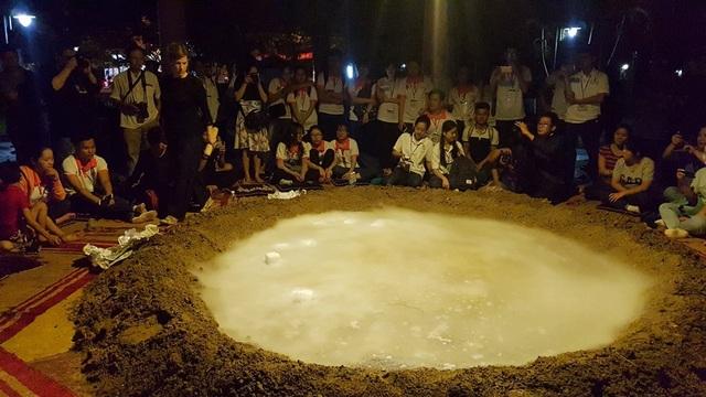 """Xuất hiện… """"miệng núi lửa"""" tại Festival Huế - 9"""