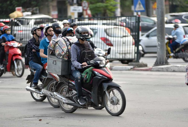 Hàng nghìn phương tiện nối đuôi đưa người dân trở lại Thủ đô sau kỳ nghỉ lễ - 6
