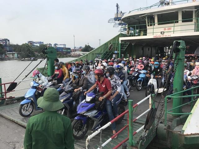 Mệt nhoài trở lại Sài Gòn trong tiết trời nóng bức - 14