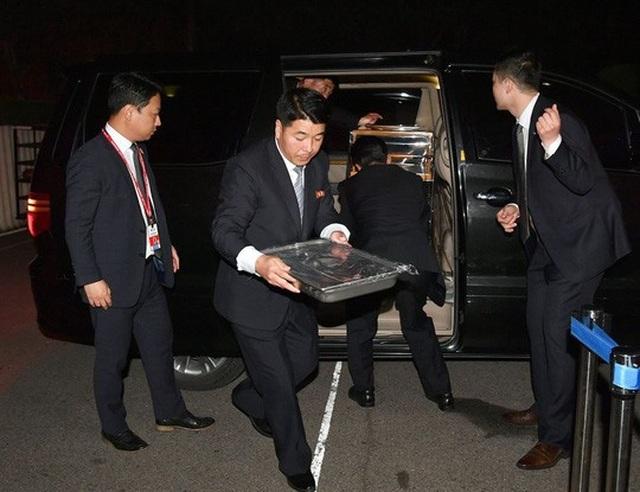 Món mì lạnh được an ninh Triều Tiên đưa tới hội nghị. Ảnh: Korea Times