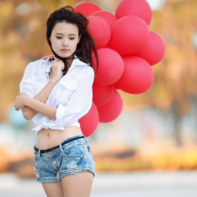 """Kể từ sau phim Thiên mệnh anh hùng, cô được coi là thoát bóng hot girl để trở thành một gương mặt tiềm năng của điện ảnh Việt. Trong giai đoạn sự nghiệp thăng tiến, Midu có một thời gian lui về """"ở ẩn"""", rút lui khỏi các hoạt động showbiz vào năm 2014, sau lễ ăn hỏi với bạn trai lâu năm Phan Thành."""