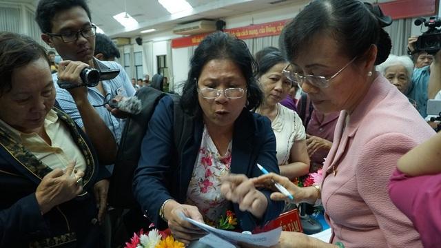 Cử tri Lê Thị Bảy, phường An Lợi Đông, quận 2 kiến nghị trực tiếp với bà Nguyễn Thị Quyết Tâm, chủ tịch HĐND TPHCM về những bức xúc xoay quanh tình pháp lý trong việc thu hồi đất