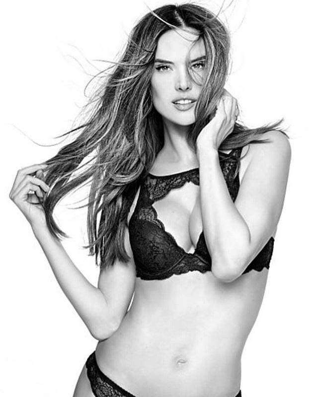 Trên trang cá nhân Alessandra vẫn luôn chia sẻ những hình ảnh vui vẻ về cuộc sống tích cực của cô