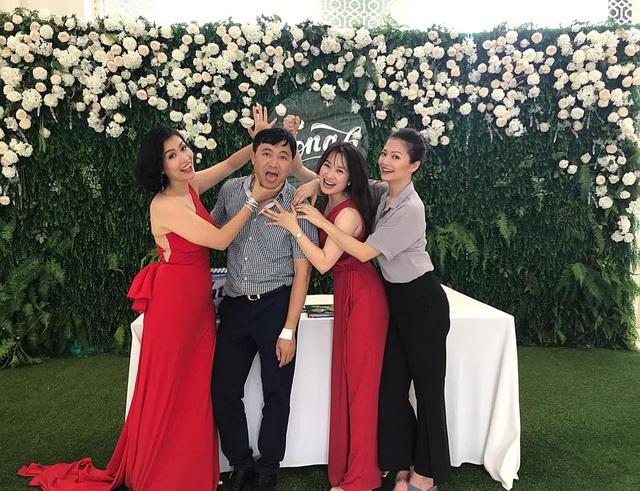 Những hình ảnh vui nhộn của đạo diễn Đỗ Thanh Hải với 3 nữ diễn viên Phía trước là bầu trời.
