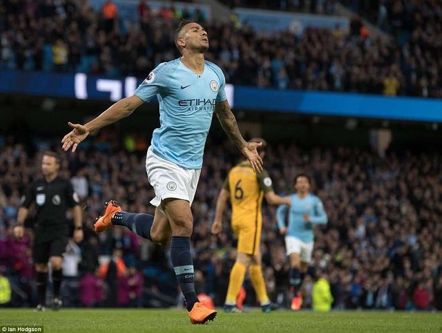 Danilo ăn mừng bàn thắng mở tỉ số vào lưới Brighton