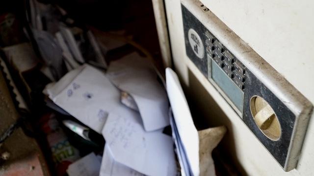 Chiếc két sắt phục vụ cưới bám bụi theo năm tháng