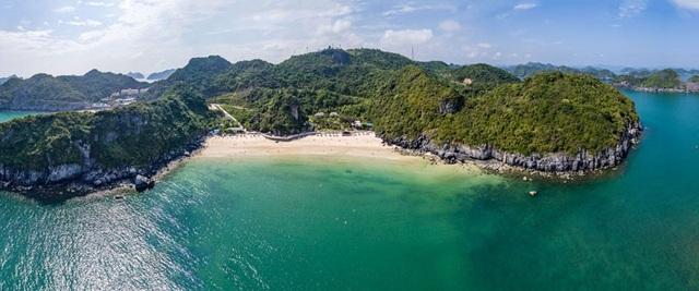 Cát Bà hội tụ đủ cảnh đẹp thiên nhiên từ: biển, rừng đến núi non trùng điệp... rất lý tưởng cho những chuyến du lịch khám phá