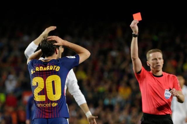 Sergi Roberto bị cấm thi đấu 4 trận sau hành vi đánh nguội với Marcelo