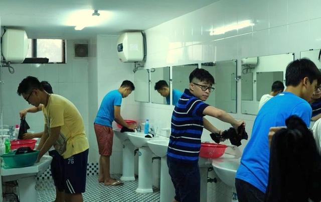 Dù ở nhà được chiều thế nào, ở THPT FPT các bạn học sinh cũng đều phải học cách chăm lo bản thân, tự làm từ những việc nhỏ nhất.