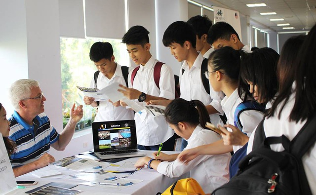 Tại THPT FPT, học tập, sinh hoạt, hội chợ hướng nghiệp, tư vấn du học… tất cả đều diễn ra trong khuôn viên trường.