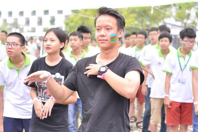 Qua các CLB, hoạt động thể thao, Sơn không chỉ bớt chơi game mà học hỏi thêm nhiều kỹ năng.