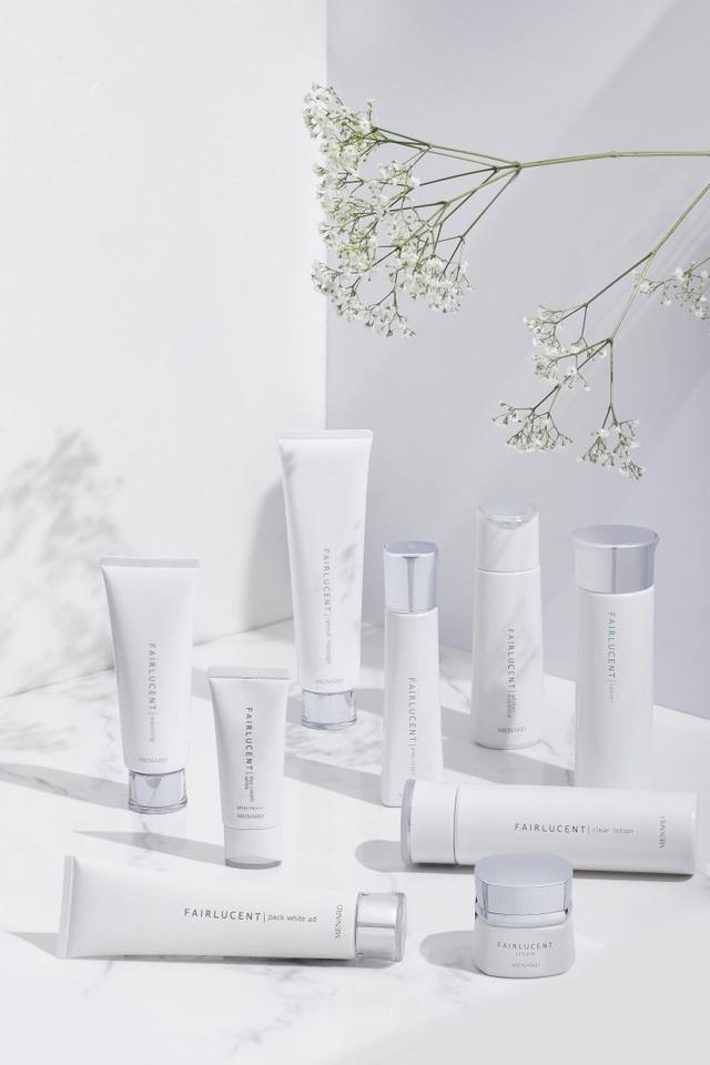 Sản phẩm đặc trị Fairlucent với dẫn xuất vitamin C bền vững cùng men Shirakami sẽ loại bỏ sắc tố nám sâu trong da và đưa làn da trở về thể sáng trong rực rỡ.