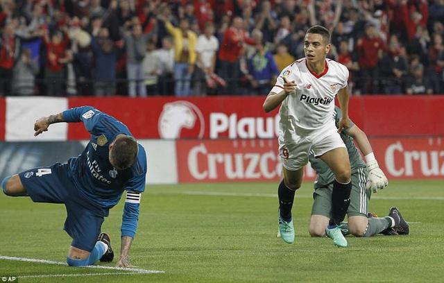 Sevilla chơi hay hơn và dễ dàng dẫn trước 3-0