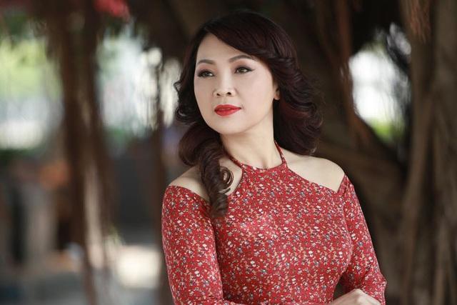 """NSND Thái Bảo: """"Lần nào hát về Bác, tôi cũng cay cay khoé mắt"""" - 2"""