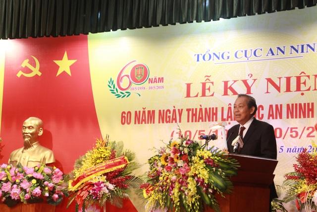 Phó Thủ tướng Thường trực Chính phủ Trương Hoà Bình dự lễ kỷ niệm 60 năm ngày thành lập Cục An ninh chính trị nội bộ - Bộ Công an (ảnh: VGP)