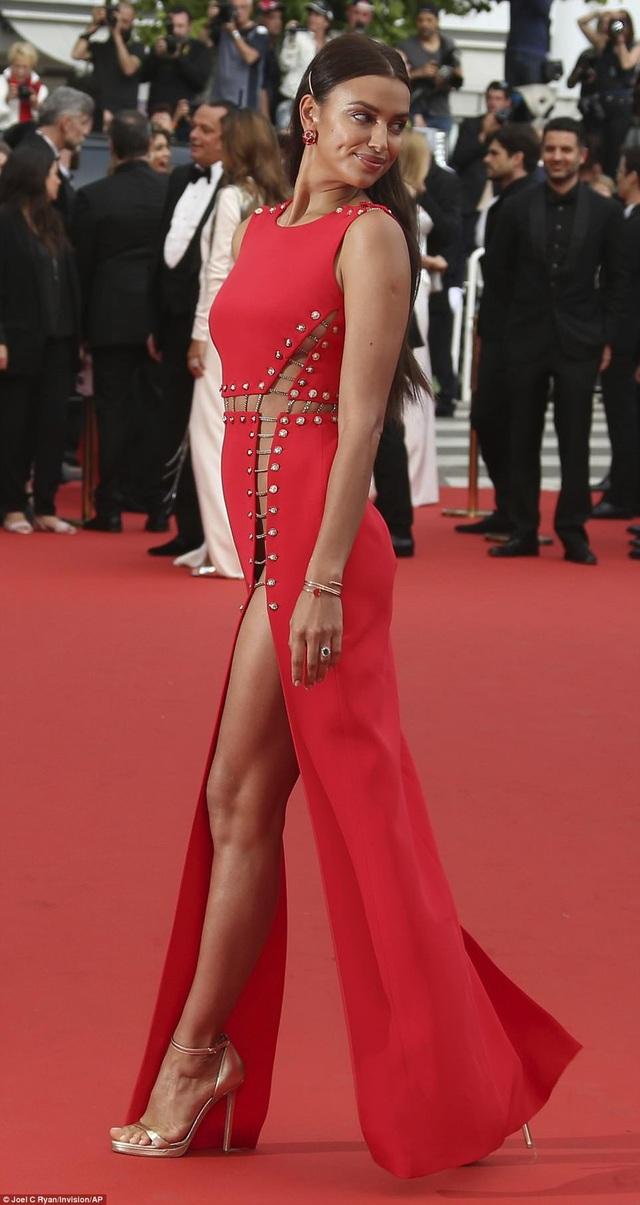 Siêu mẫu Irina Shayk dự công chiếu phim Sorry Angel (Plaire, Aimer Et Courir Vite) tại Cannes ngày 10/5 vừa qua
