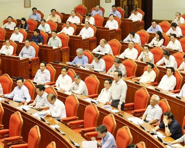 Một phiên thảo luận toàn thể tại hội trường của Ban Chấp hành Trung ương