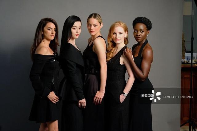 Dự án phim 355 do Simon Kinberg làm đạo diễn và xoay quanh cuộc đời của một nữ tình báo. Phim quy tụ dàn diễn viên chính toàn nữ tạo thêm cơ hội cho phái đẹp và khẳng định nữ quyền.
