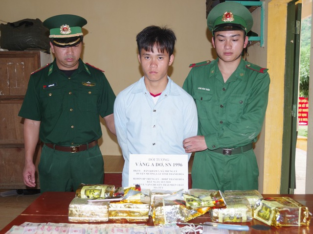 Tang vật lực lượng Biên phòng thu giữ được là 10kg ma túy đá và nhiều tang vật có liên quan