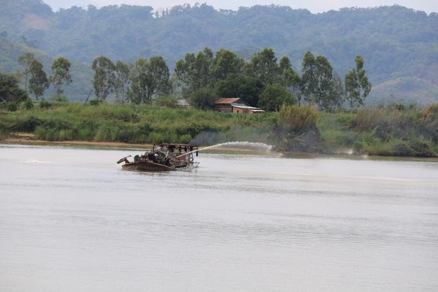 Sau ba năm, Đắk Nông lại cho tàu bè vào khu vực trên khai thác cát
