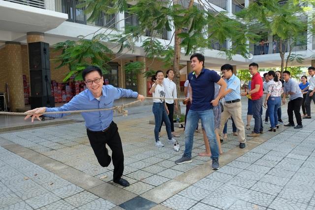 Các giáo viên tham dự tập huấn hào hứng với các trò chơi dân gian sẽ được tổ chức trong các trường học ở Đà Nẵng từ mùa hè này
