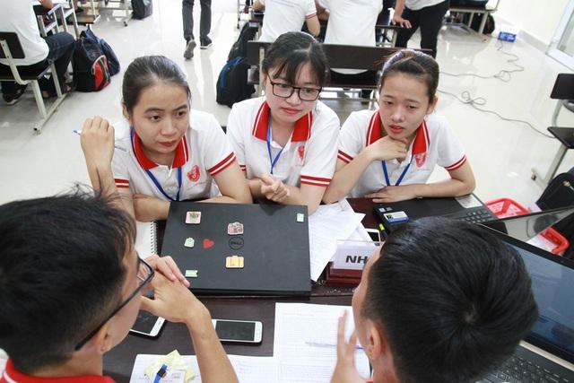 Các nhóm thi sẽ tạo ra các giải pháp ở phiên bản mẫu trên giấy, những giải pháp này có thể được các nhóm phát triển sau đó
