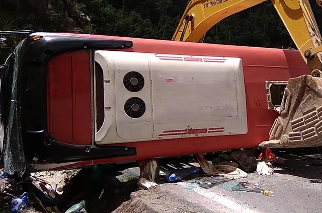 Vụ lật xe khách chở 30 người hôm 12/5 khiến 3 người chết trên đèo Khánh Lê, Khánh Hòa