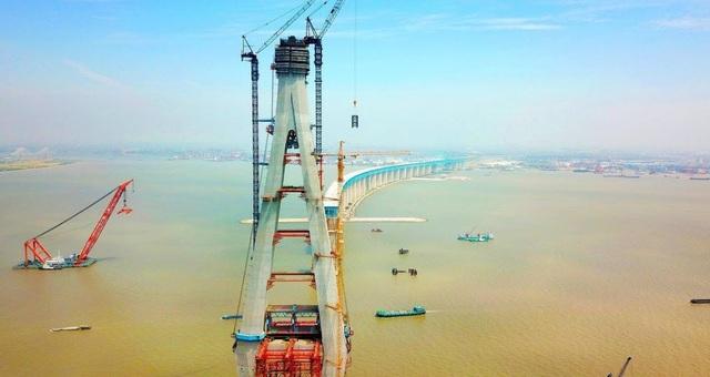 Trung Quốc sở hữu cầu dây văng có nhịp chính dài nhất thế giới