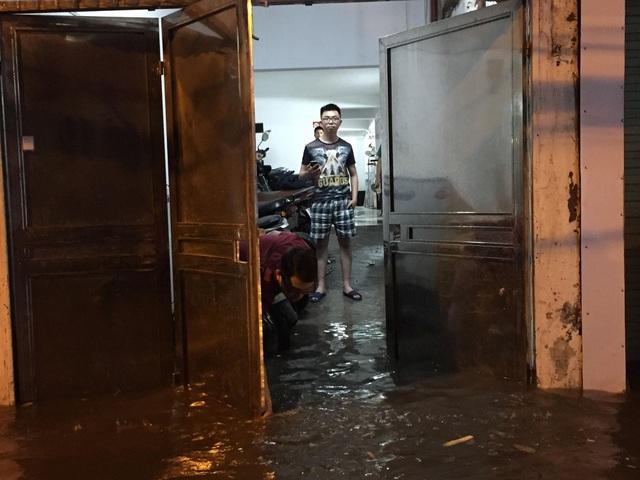 Một số khu vực nước đã tràn vào nhà dân