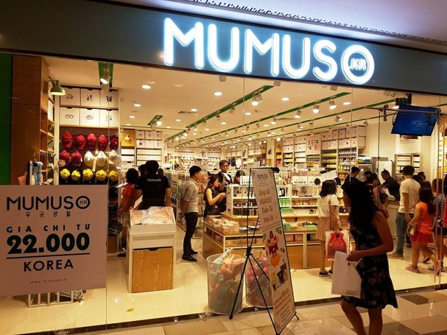 Chuỗi cửa hàng Mumuso mang phong cách bán hàng của Hàn Quốc nhưng người tiêu dùng đang hoài nghi về chất lượng của thương hiệu này.