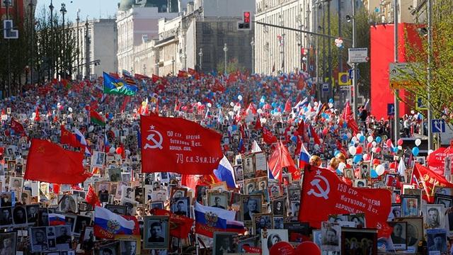Cuộc tuần hành kỷ niệm Ngày Chiến thắng tại Moscow, Nga ngày 9/5 (Ảnh: Reuters)