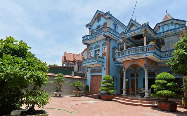 Làng Phẩm (xã Dương Thành, huyện Phú Bình, Thái Nguyên) được coi là làng tỷ phú bởi nơi đây có rất nhiều những ngôi nhà đẹp, hiệu quả từ kinh doanh đúng hướng.