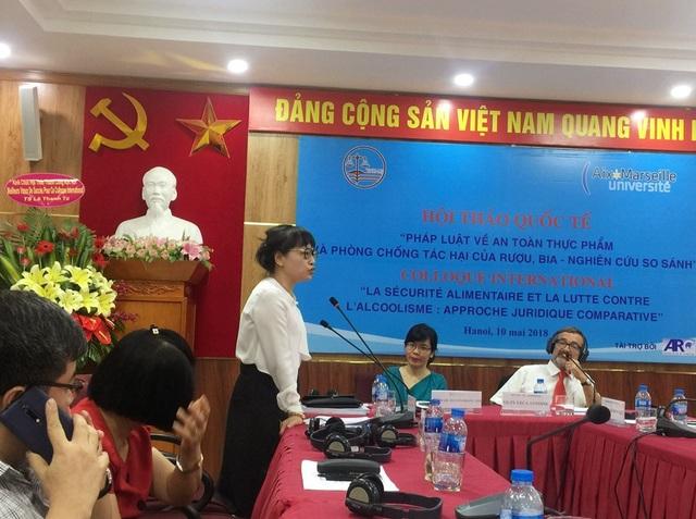 PGS.TS. Nguyễn Thị Quế Anh (Chủ nhiệm Khoa Luật - ĐH Quốc gia Hà Nội) phát biểu.