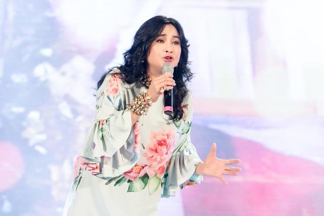 """Thanh Lam, Ngọc Anh """"đội mưa"""" hát khai trương phố đi bộ Trịnh Công Sơn - 2"""
