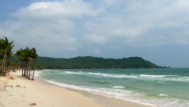 Nước biển ở bãi Khem xanh ngọc bích thế này