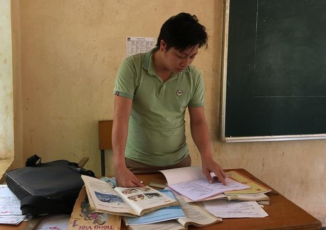 Thầy Hà Văn Khoa cũng đã có thâm niên 5 năm cắm bản