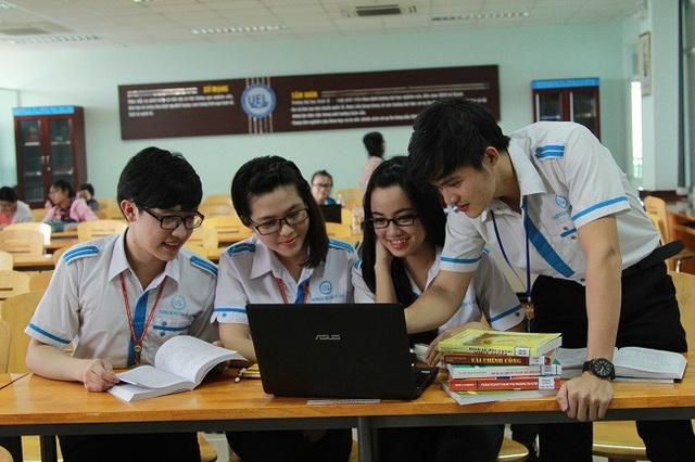 Sinh viên đang theo học tại một trường thành viên của ĐH Quốc gia TPHCM