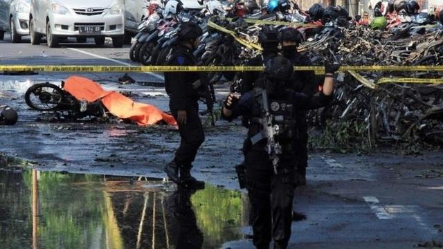 3 vụ đánh bom đã xảy ra tại các nhà thờ Santa Maria, Surabaya và GKI Diponegoro ở thành phố Surabaya thuộc tỉnh Đông Java, Indonesia khi các lễ cầu nguyện diễn ra trong ngày Chủ nhật 13/5. (Ảnh: Reuters)