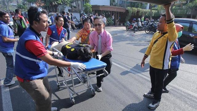 Trong số những người bị thương có ít nhất 2 cảnh sát làm nhiệm vụ tuần tra tại các nhà thờ vào thời điểm xảy ra vụ đánh bom (Ảnh: AFP)