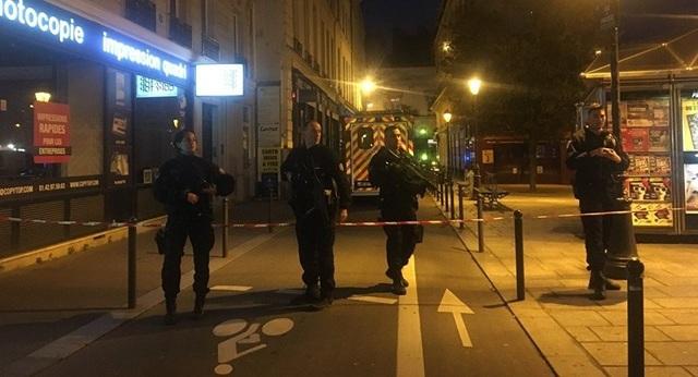 Cảnh sát phong tỏa hiện trường vụ tấn công (Ảnh: Dailymail)
