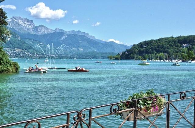 Những hồ nước quyến rũ nhất nước Pháp - 1