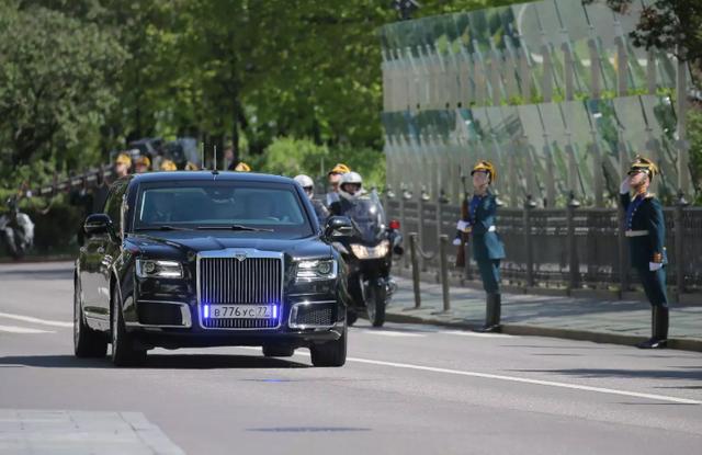 Siêu xe chở Tổng thống Putin trong lễ nhậm chức hôm 7/5 (Ảnh: AFP)