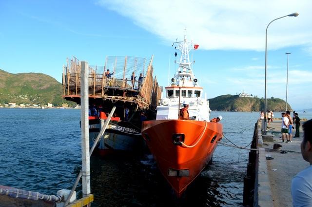 Hai tàu đã cập cảng an toàn