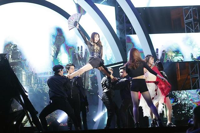 Đến với cuộc thi nhảy cover Kpop, hầu hết các đội thi lựa chọn hình ảnh sexy, nóng bỏng để truyền ngọn lửa đam mê đến với khán giả