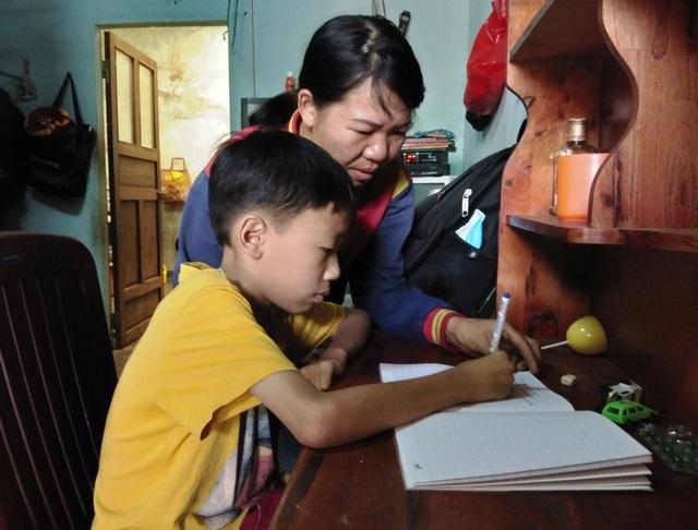 Tuy bệnh nặng có thể mất mạng bất cứ lúc nào nhưng Giang luôn chăm chỉ và có ý chí phấn đấu trong học tập