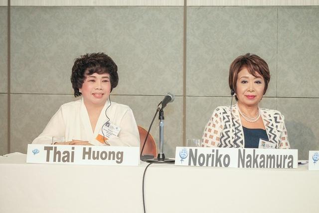 """Tại Hội nghị thượng đỉnh phụ nữ toàn cầu diễn ra tại Nhật Bản, bà Thái Hương đã chuyển tải thông điệp: """"Hãy trân quý mẹ Thiên nhiên, người sẽ cho mình tất thảy"""". Đây cũng là triết lý mà bà Thái Hương tư vấn cho tập đoàn TH khi đầu tư sản xuất."""