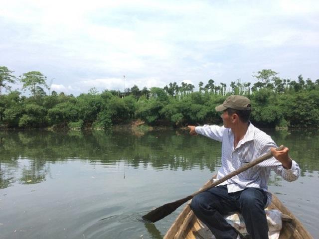 Anh Võ Văn Triển vô cùng lo lắng trước tình trạng bờ sông ngày càng bị sụt lở