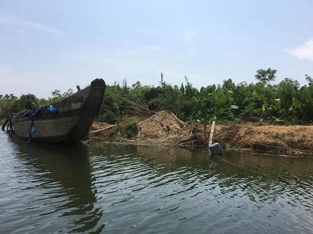Công ty Tứ Quý chưa thực hiện đúng các biện pháp trong cam kết bảo vệ môi trường đã được phê duyệt; tập kết vật liệu ở vị trí không được cấp phép.
