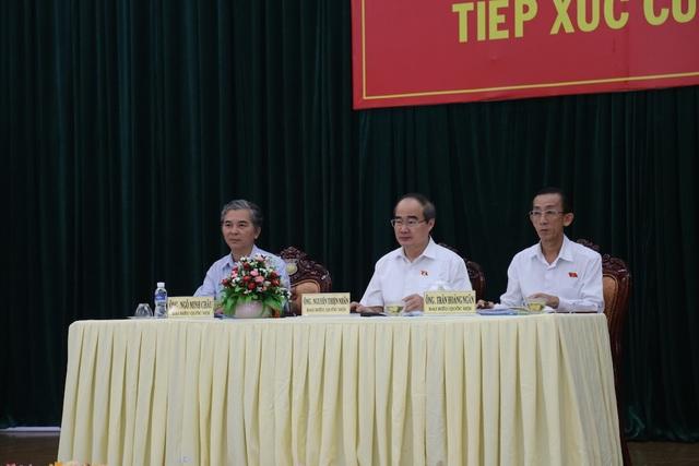 Các đại biểu Quốc hội lắng nghe ý kiến của cử tri huyện Bình Chánh