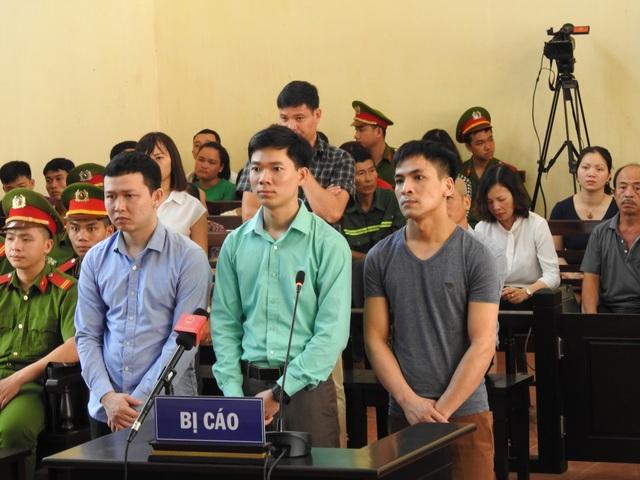 Từ trái qua phải: Bị cáo Trần Văn Sơn, Hoàng Công Lương, Bùi Mạnh Quốc.
